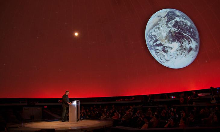Daniel Loxton speaks at Edmonton Planetarium